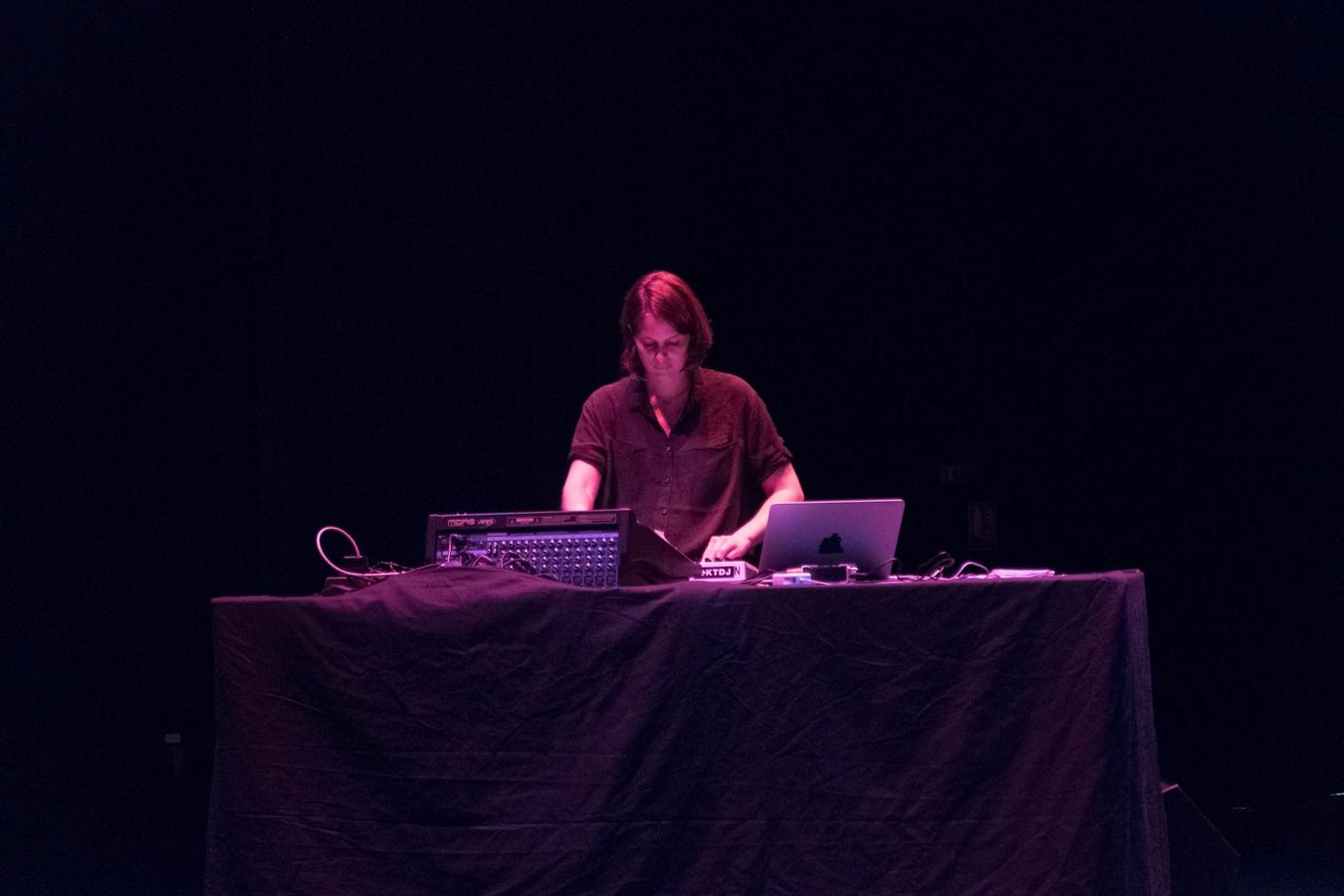 HongKong Reset, Jérôme Game, Chloe, Photo : Donadio - ActOral, 2015